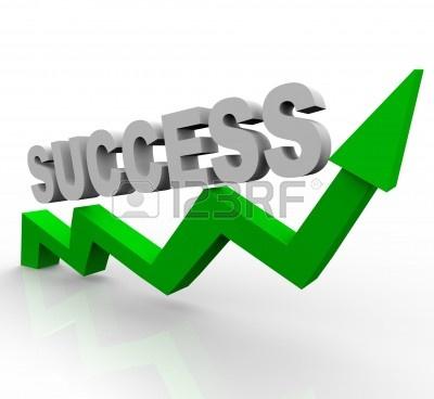 6756517-il-successo-di-parola-su-una-crescente-freccia-verde