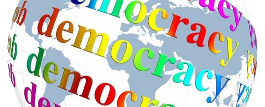 Life: la democrazia malata… la paura domina… il nemico è alle porte… non aver paura… odia, odia… il nemico è… uccidibile!